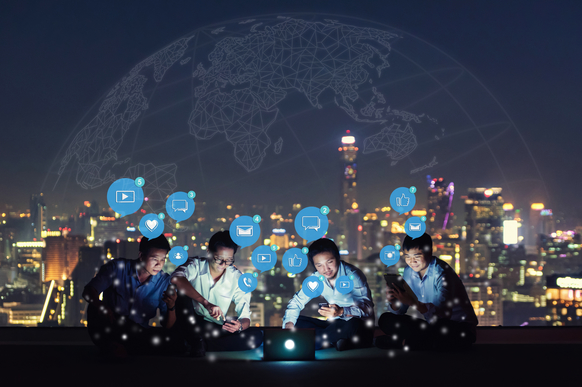 Public Social Network or Private Online Community? 11 Tips to Guide Your Decision